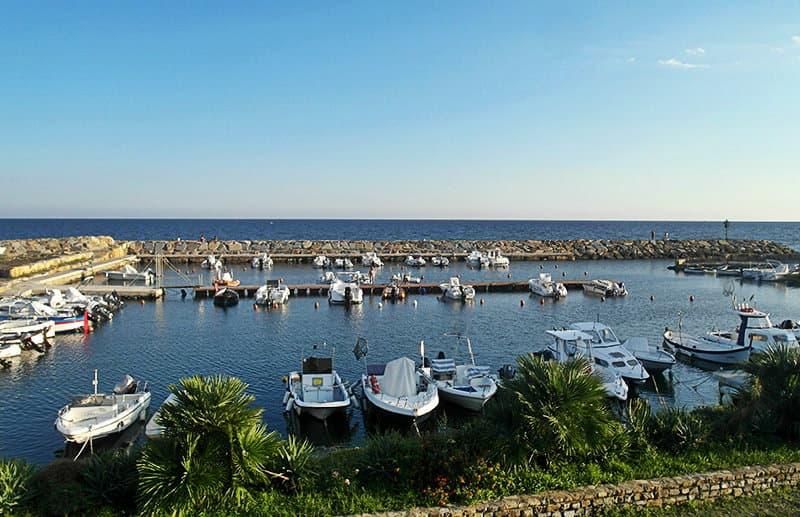 Een mooie haven van Santo Stefano al Mare