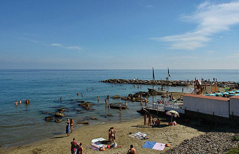 Uitzicht op een strand in Imperia, Porto Maurizio