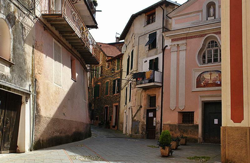 Romantische straat van Isolabona