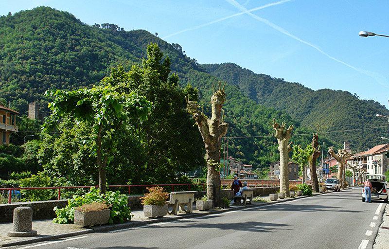 Panoramisch uitzicht vanaf de bergen van Isolabona in Ligurië