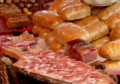 Vers vlees in een Ligurische markt