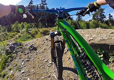 Fietsen in de bergen van Ligurië met een mountainbike