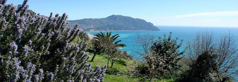 Een prachtig uitzicht op de Ligurische natuur
