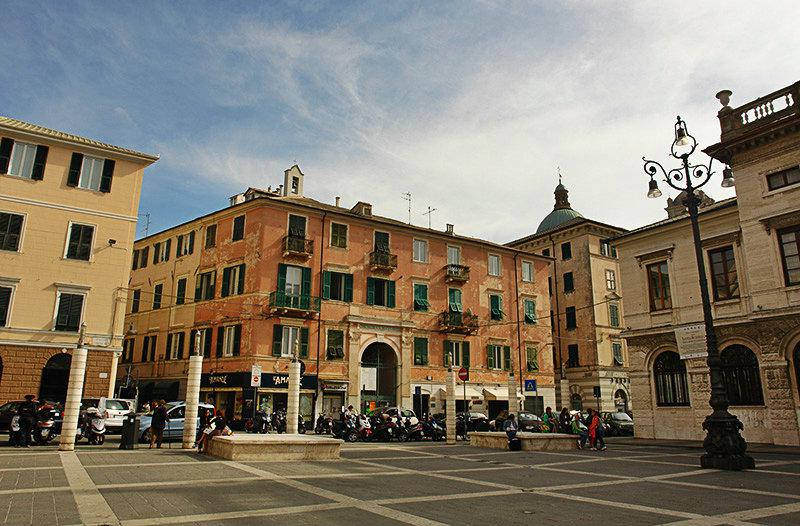 Piazza in Savona, Ligurië
