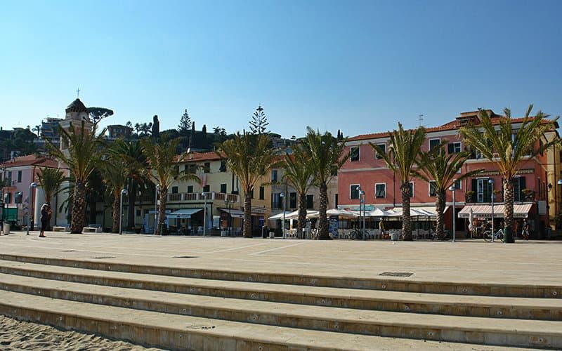 Het beroemde plein van Tiziano Chierotti in Arma di Taggia