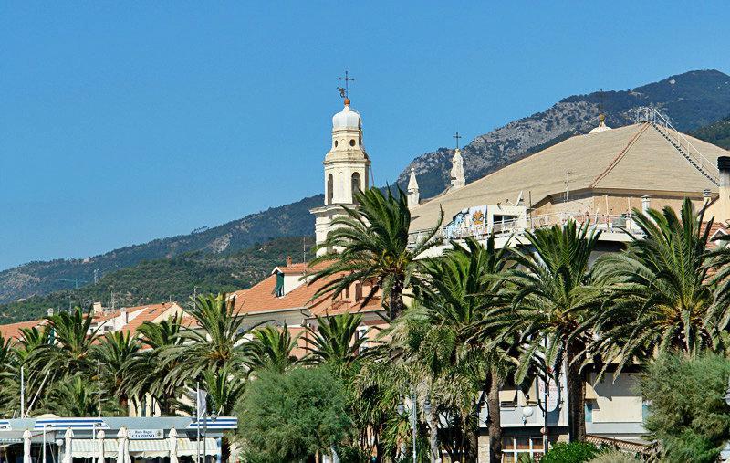 Een mooi uitzicht op een vakantiebestemming Pietra Ligure