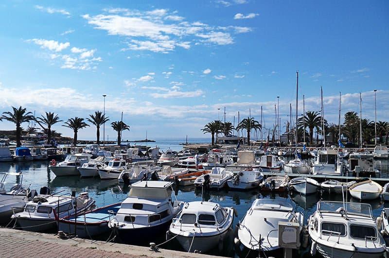 Een mooie haven van Arma di Taggia