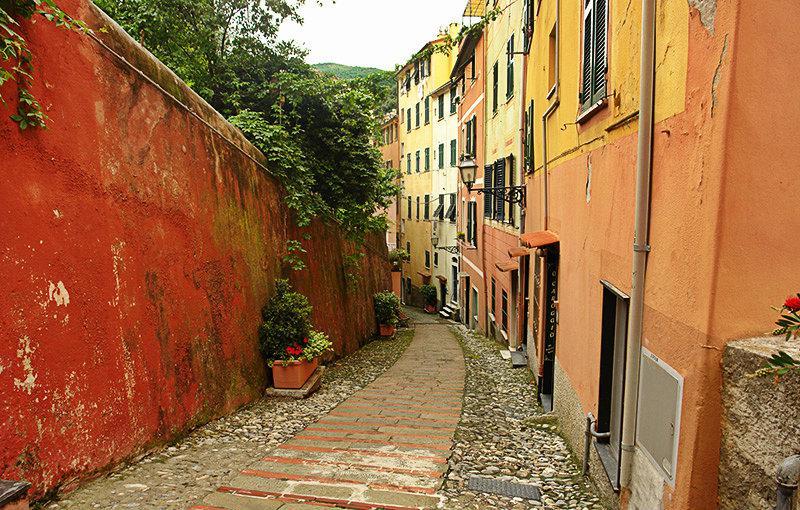 Een romantische straat van Sori