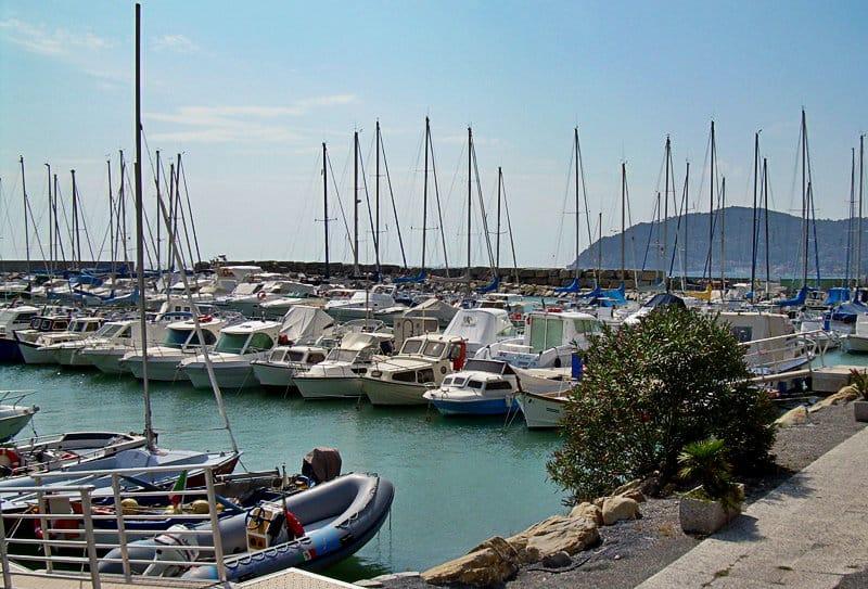 Een mooie haven van San Bartolomeo al Mare