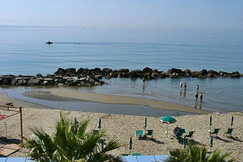 Een prachtige zandstrand van San Bartolomeo al Mare