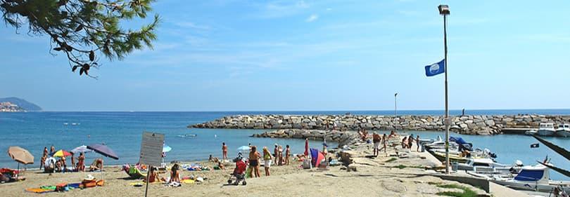 Strand in San Lorenzo al Mare, Ligurie