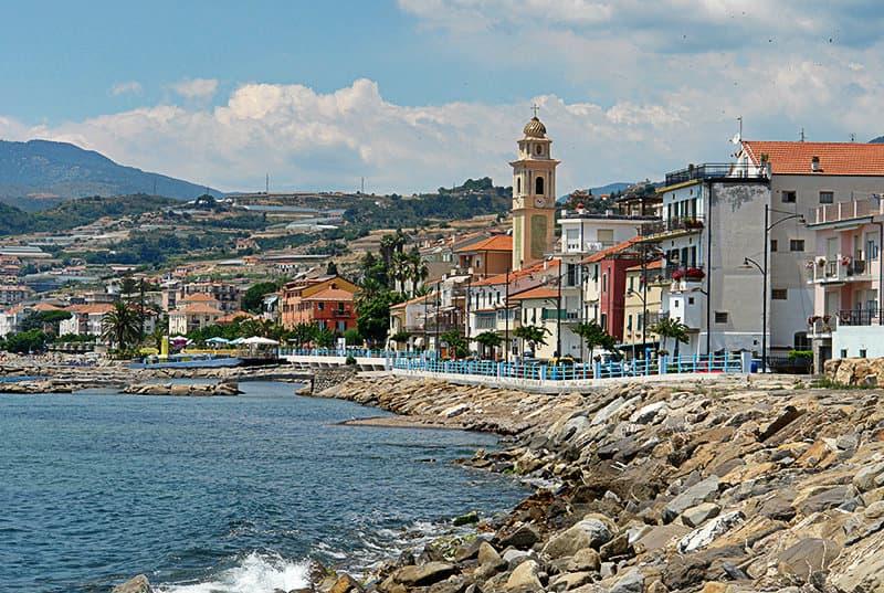 Gezicht op een prachtige stad Santo Stefano al Mare