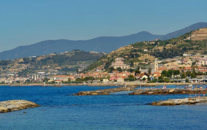 Een prachtig panoramisch uitzicht op Santo Stefano al mare