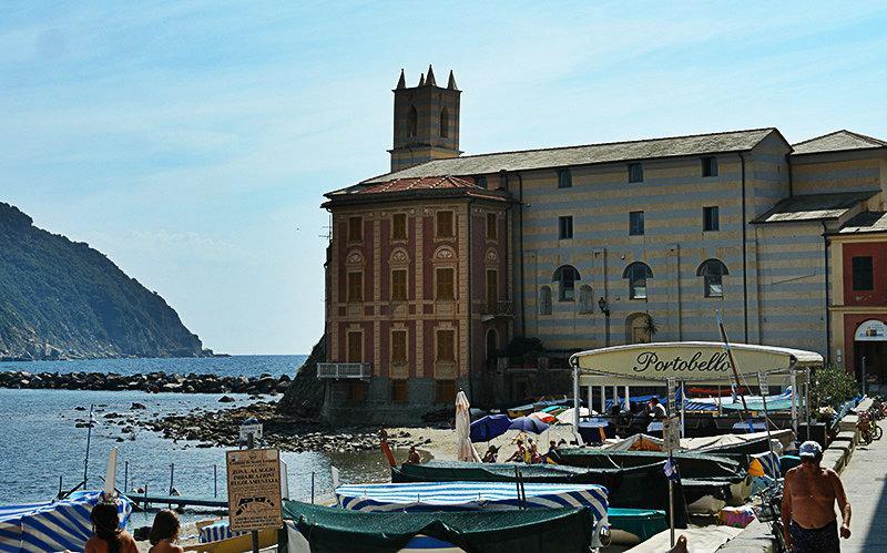 Een mooie mening van Sestri Levante en de haven