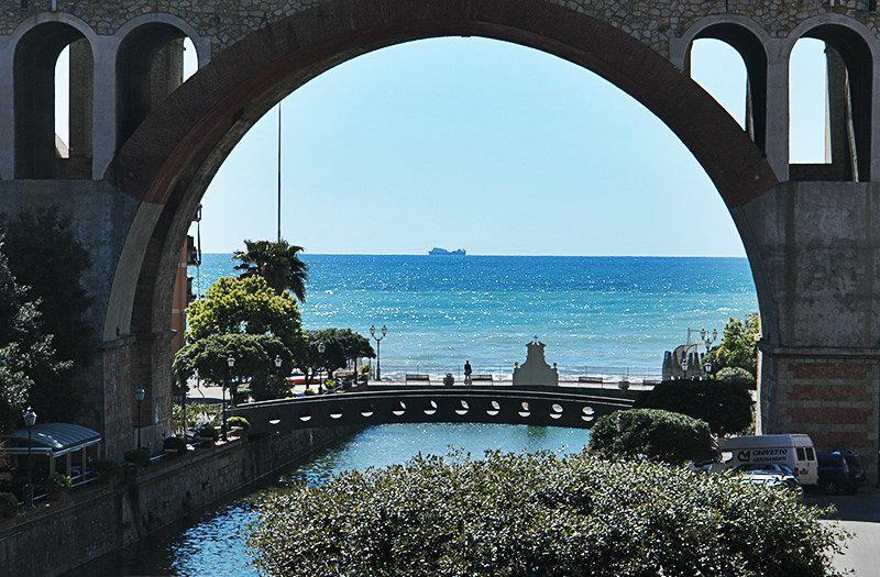 Prachtig uitzicht op de zee in Sori