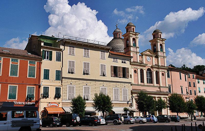 De prachtige oude stad van Varese Ligure