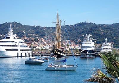 Boten in Porto Maurizio (Imperia) Port