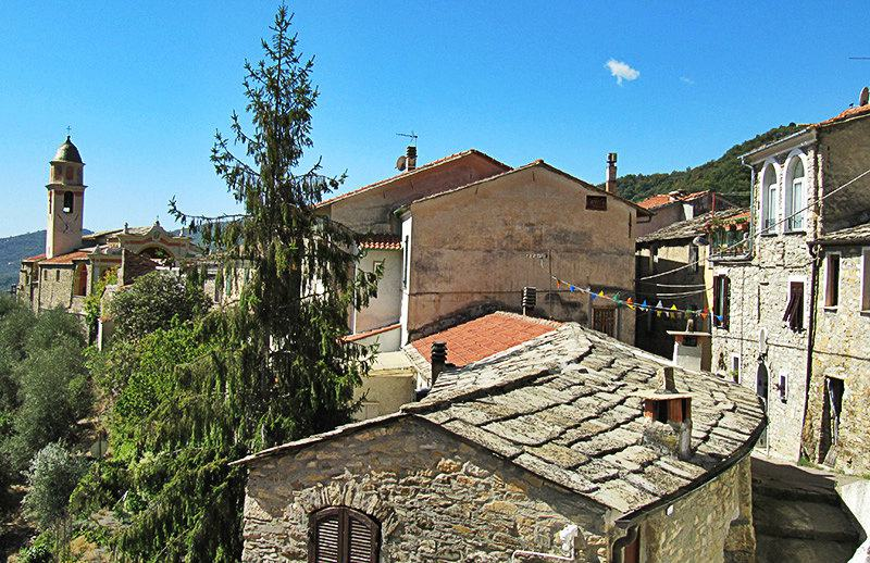 Een prachtig uitzicht over de huizen in Molini di Triora