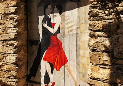 Prachtig beschilderde deuren in kunstenaarsdorp Valloria