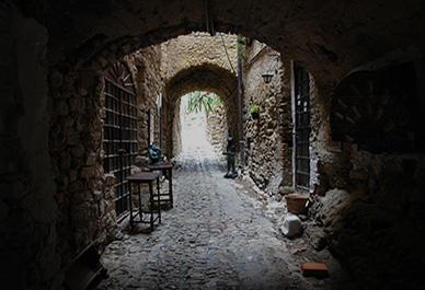 Bezoek de kunstenaarsdorp Bussana Vecchia met zijn speciale kunstwerken