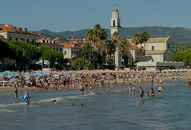 Bezoek Diano Marina in Ligurië en ontspan op het zandstrand of op de promenade